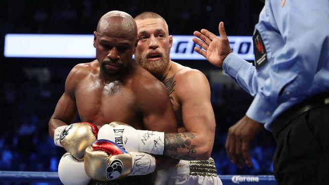 Petarung UFC Conor McGregor menilai perkelahian antara petinju profesional Floyd Mayweather Jr dengan youtuber Jake Paul memalukan.