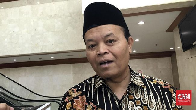Politikus PKS Hidayat Nur Wahid menghormati langkah politik Demokrat, sekaligus meminta masyarakat cerdas dalam melihat realitas politik.
