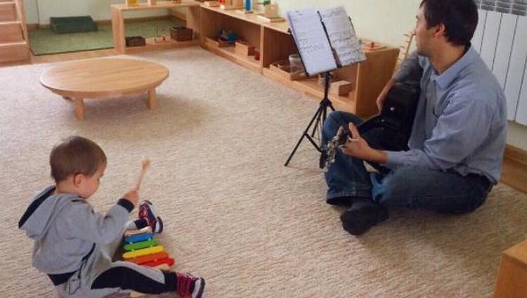 Sejak dini, anak bisa dikenalkan pada kegiatan montessori, lho. Nah, ini dia, Bun, berbagai kegiatan montessori untuk anak usia 0-3 tahun.