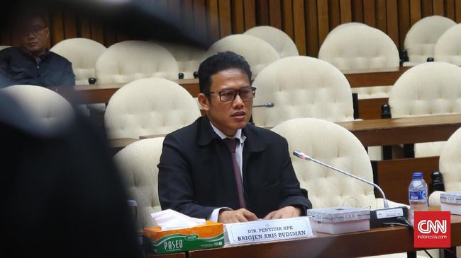 Polisi masih melakukan penyelidikan laporan Direktur Penyidikan KPK Aris Budiman terkait pemberitaan di tiga media. Penyelidikan dilakukan secara bertahap.