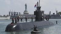 FOTO: Kapal Selam 'Monster Bawah Laut' Bersandar di Surabaya