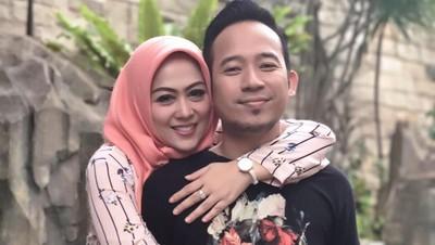 Cerita Istri Denny 'Cagur' Tunggu Transfer Embrio Bayi Tabung