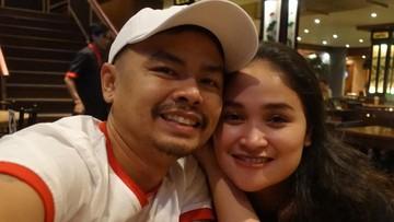 Trik Unik Wendy 'Cagur' Jaga Kemesraan dengan Istri