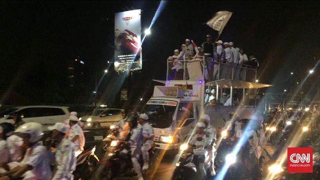 Front Pembela Islam (FPI) menggelar takbir keliling di Jakarta, Kamis (31/8) malam.