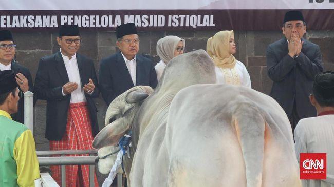 Pihak Masjid Istiqlal akan mendahulukan pembagian daging kurban bagi masyarakat yang berada di sekitar masjid, seperti di Sawah Besar dan Pasar Baru.