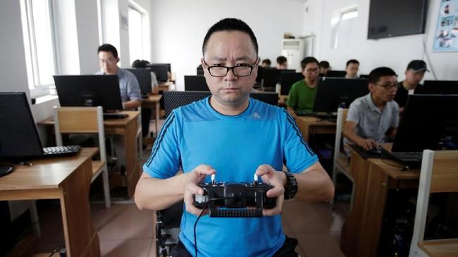 Pemerintah China serius mengatur penerbangan drone dengan membuat sekolah khusus pilot drone di Beijing.