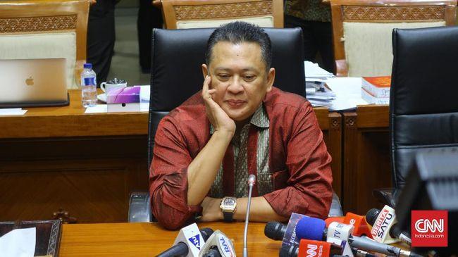 Aburizal Bakrie yang menjabat Ketua Dewan Pembina Golkar menyatakan, dukungan kepada Bambang Soesatyo telah ia tandatangani dalam surat resmi untuk partai.