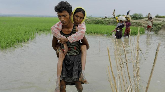 Sebanyak 16 pengungsi Rohingya dari Bangladesh meninggal karena kapal mereka tenggelam di Teluk Benggala.