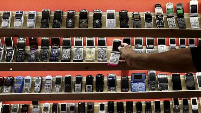 Menurut Hutchison Tri Indonesia pengembalian frekuensi spektrum akan memperkecil kapasitas operator untuk memberi layanan pada konsumen.