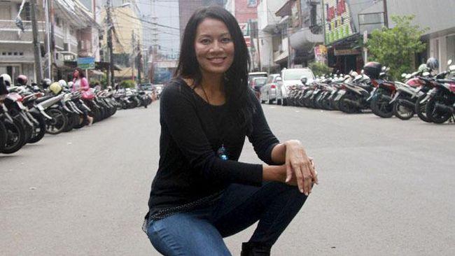 Penulis Dewi Lestari memendam protes yang tak pernah tersampaikan untuk Glenn Fredly hingga musisi asal Maluku tersebut meninggal dunia pada Rabu (8/4).