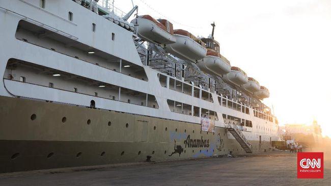 KM Kelud, yang merupakan salah satu armada transportasi milik Pelni yang melayani pelayaran Tanjung Priok, Pulau Batam, Tanjung Balai, dan Belawan.