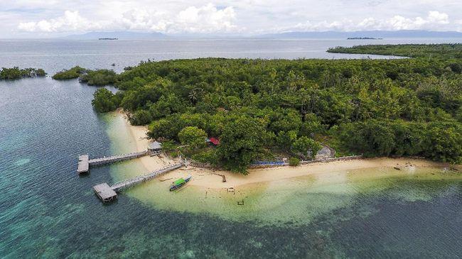 Beranjak ke sisi timur Indonesia, hamparan pulau yang masih 'sepi' peminat seakan mengundang siapapun untuk mengunjunginya.