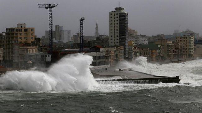 Jebi Hantam Jepang, Topan Terburuk dalam 25 Tahun Terakhir
