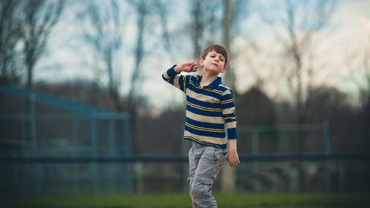 Dalam membesarkan si kecil yang lahir dengan autisme, tips ini bisa digunakan, Bun.