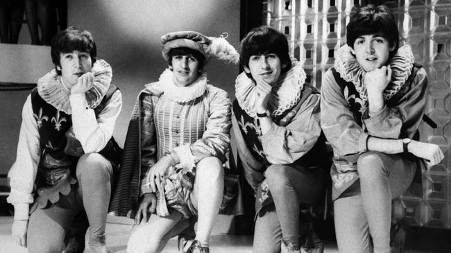 English band the Beatles (from L), John Lennon, Ringo Starr, George Harrison, and Paul McCartney pose during the play rehearsal of William Shakespeare's A Midsummer night's dream, 29 April 1964, in London. AFP PHOTO / AFP PHOTO