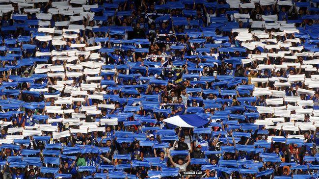 Penggemar Persib Bandung, Bobotoh menyindir penundaan Liga 1 namun Pilkada Serentak 2020 jalan terus di tengah pandemi Covid-19.