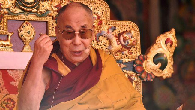 Pemimpin spiritual Tibet, Tenzin Gyatso atau juga Dalai Lama ke-14 dilarikan ke rumah sakit akibat infeksi dada.