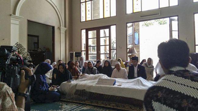 Istri Hamzah Haz mengembuskan nafas terakhir dalam keadaan tidur. Sehari sebelumnya, almarhumah masih bercengkrama dengan anak-anaknya.