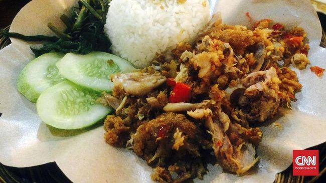 Menu tradisional seperti ayam geprek, siomay, dan kue apam menjadi makanan yang paling banyak dipesan saat malam pergantian tahun melalui Grabfood.