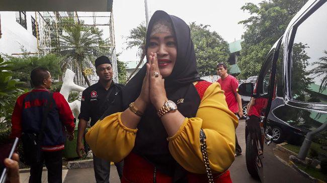 Polda Metro Jaya memeriksa Anggota DPD RI Fahira Idris, Jumat (8/11) untuk diperiksa terkait laporannya soal meme Joker Anies yang diunggah oleh Ade Armando.
