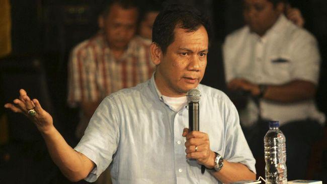 Indra politikus yang kerap bersuara vokal terhadap kebijakan elit Golkar. Dia berseberangan dengan Golkar pada 2014 dengan memilih menjadi timses Jokowi-JK.