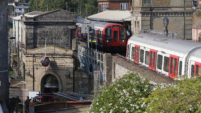 Polisi menyebut tidak ada korban yang cedera serius akibat ledakan di stasiun bawah Southgate, London utara.
