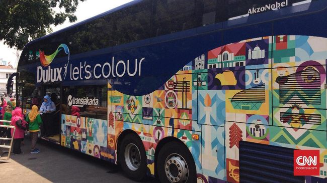 Belum merasakan Jakarta jika belum berkeliling dengan menumpang kendaraan umumnya. Sudah pernah merasakan naik Bus Wisata TransJakarta?