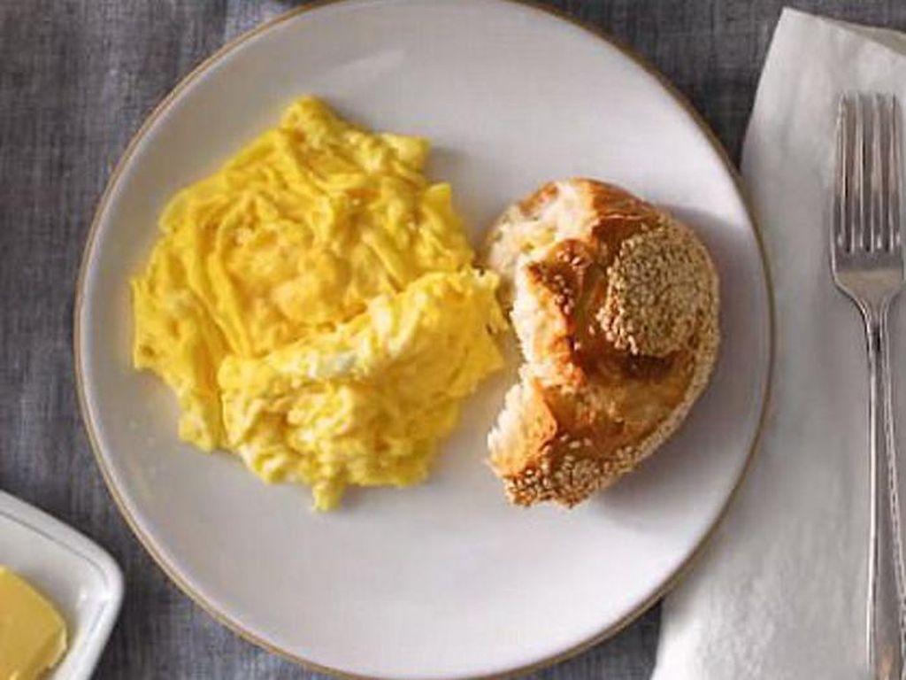 TAURUS: Anda adalah orang yang praktis. Melakukan kegatan rutin, teratur dan karenanya Anda suka telur orak-arik buat sarapan. Mudah dibuat dan praktis. Karena Anda suka yang aman dan tak berisiko.Foto: Daily Mail