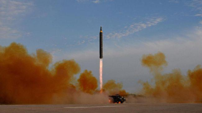 Korea Utara menembakkan dua rudal jarak pendek pada Kamis pagi (25/7). rudal itu terbang sekitar 430 km dan mencapai ketinggian 50 km sebelum jatuh ke laut.