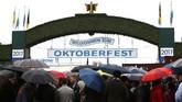 Oktoberfest merupakan perayaan minum bir dan salah satu bagian penting dalam budaya Jerman sejak tahun 1810, yang kini semakin mendunia.
