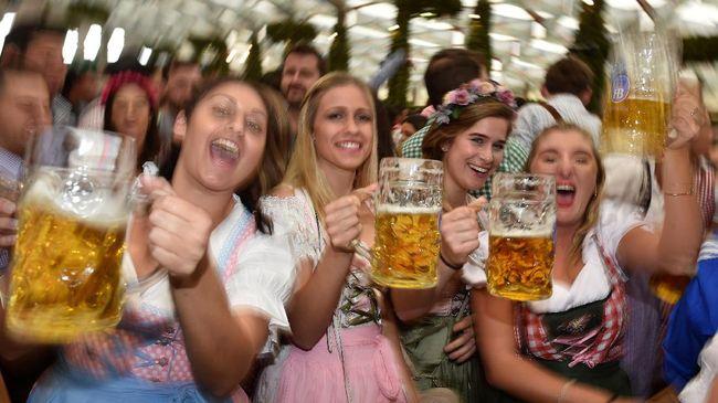 Beda negara beda cara untuk atasi mabuk. Berikut cara unik dari berbagai negara untuk mengatasi mabuk usai pesta tahun baru.