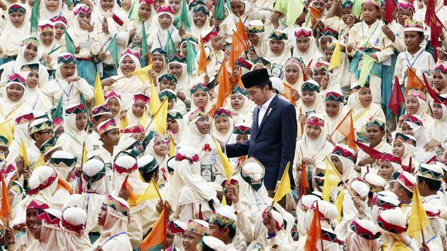 Presiden Jokowi berkomitmen untuk memberikan beasiswa bagi santri terbaik untuk masuk perguruan tinggi.