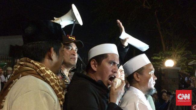 LBH Jakarta menduga hoax telah disebarkan terkait dengan acara seni AsikAsikAksi, di antaranya soal PKI dan menyanyikan lagu Genjer-Genjer.