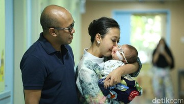 Kecemasan Asri Welas Jelang Operasi Mata Putranya