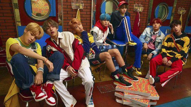 Dalam peringkat album Billboard 200 yang baru dirilis, BTS langsung menduduki peringkat 10 teratas. Album 'Love Yourself: Her' menempati urutan ke-7 daftar itu.