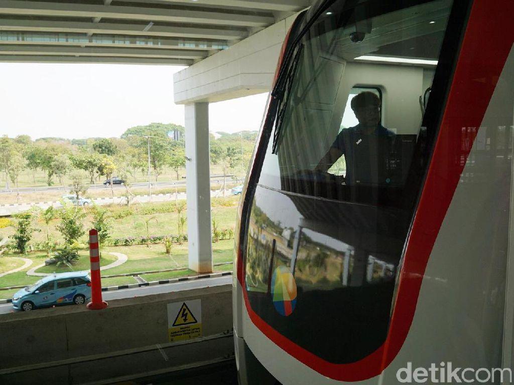 Foto: Shelter Skytrain Bandara Soekarno Hatta yang Nyaman dan Keren