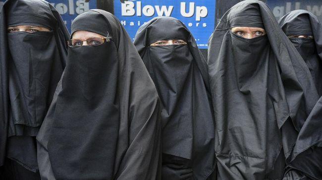 Menteri Agama Lukman Hakim meminta perempuan pengguna cadar untuk bisa memahami kondisi saat ini usai teror bom di Surabaya.