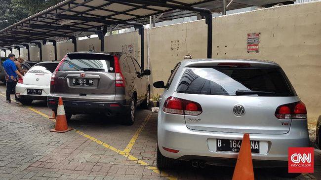 Bisnis lelang mobil bekas terimbas kebijakan diskon pajak mobil baru yang ditetapkan pemerintah mulai Mei medatang.