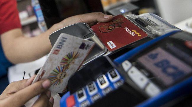 Setelah Lembaga Perlindungan Konsumen Swadaya Masyarakat, kini Pusat Kajian Antikorupsi Universitas Sahid mengkritisi kebijakan biaya isi ulang uang elektronik.