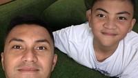 Umur boleh 41 tahun, tapi ayah Anjasmara tetap awet muda nih! (Foto: Instagram/ @anjasmara)