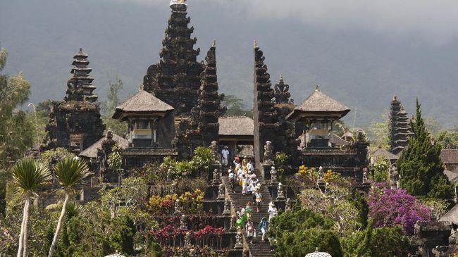 Kementerian PUPR akan menata kawasan suci Pura Besakih, Bali. Penataan diperkirakan menelan dana Rp1 triliun.