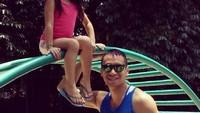 Ayah Samuel Rizal dan si kecil, Drucilia Kalea Arifin. (Foto: Instagram/ @samuelrizal1)