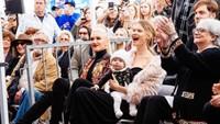 <p>Tengah mengandung anak kedua, Behati Prinsloo Levine tetap kelihatan seperti anak muda ya, Bun. (Foto: Instagram @behatiprinsloo)</p>