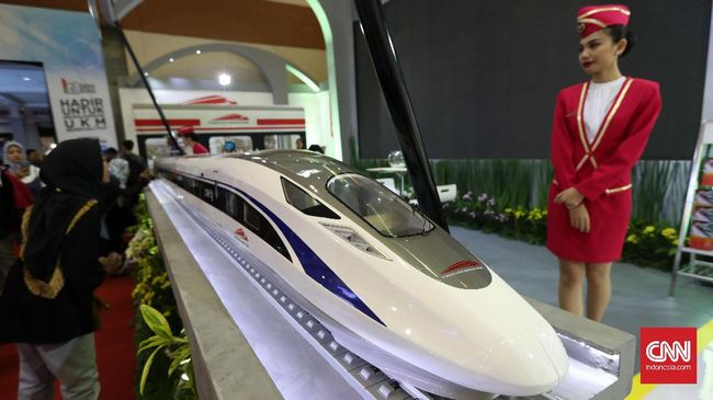 Prototype kereta cepat milik PT Kereta Cepat Indonesia China yang dipamerkan di Jakarta, Kamis, 21 September 2017. CNNIndonesia/Safir Makki
