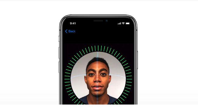 Terdapat sisi positif dan negatif yang harus diperhatikan sebelum menerapkan metode pemindaian wajah untuk data kartu SIM secara masif.