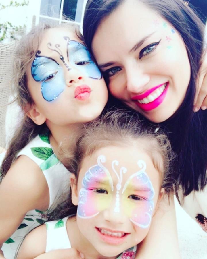 Ini dia mantan model Victoria Secret yang jadi 'hot mama', tetap kece meski sudah punya anak.