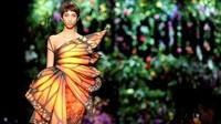FOTO: Parade Gaun Bunga Moschino di Milan Fashion Week