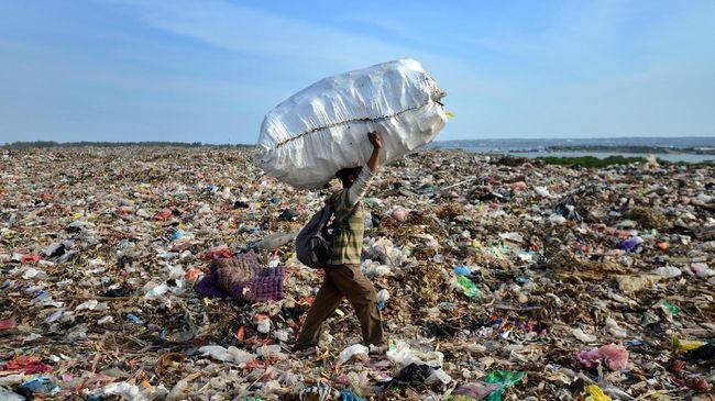 Layanan GrabExpress Recycle memungkinkan pengguna dengan mudah mengirimkan sampah bernilai ekonomis, terutama botol dan gelas plastik ke bank sampah terdekat.