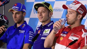 FOTO: Valentino Rossi Pincang di Konferensi Pers GP Aragon