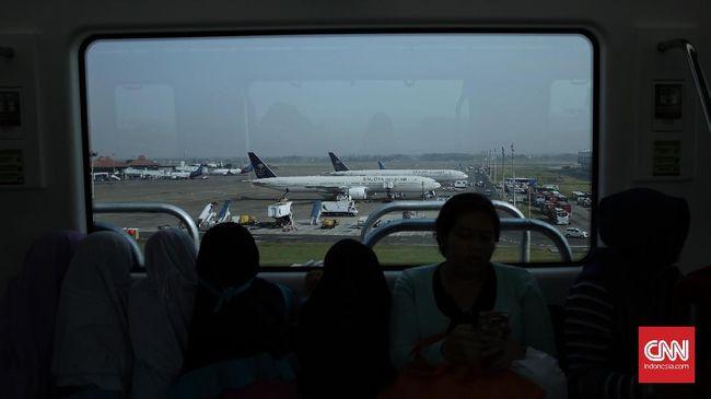 Mengapa bandara menggunakan karpet sebagai pelapis lantai? Dan mengapa petugas bandara sering mengajak penumpang berbasa-basi?